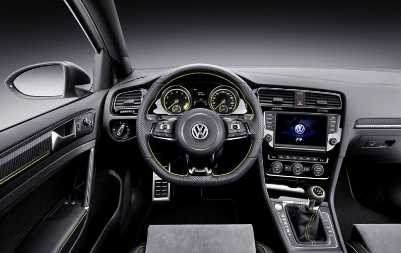 volkswagen-golf-r-400-conducteur