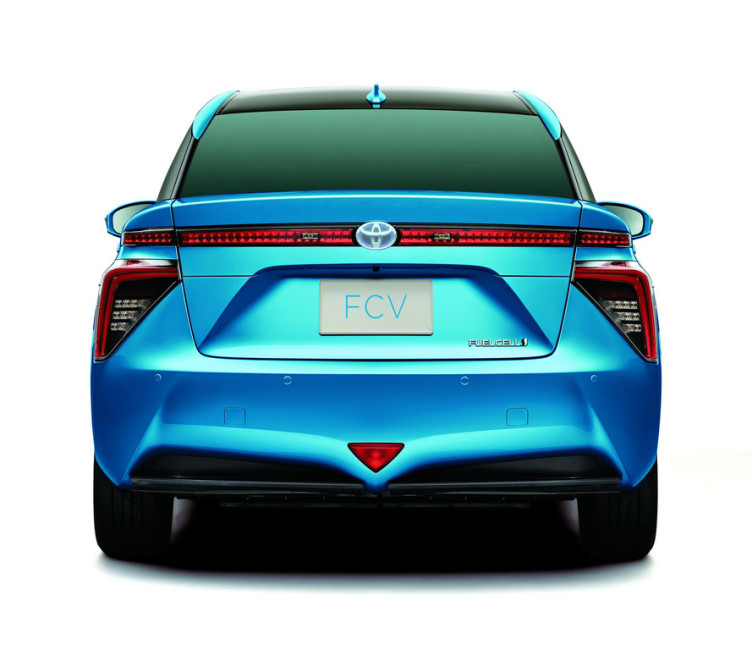toyota-fuel-cell-sedan-arriere
