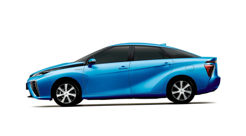 toyota-fuel-cell-sedan-laterale