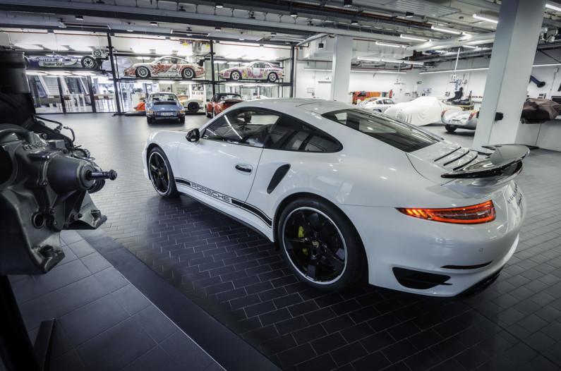 Une Porsche 911 Turbo S arrière