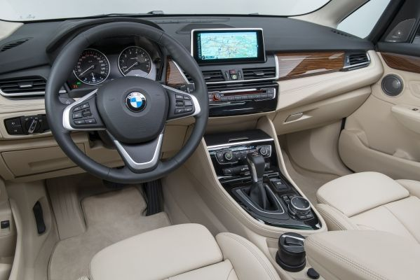 BMW-Série-2-Active-Tourer-interieur-avant