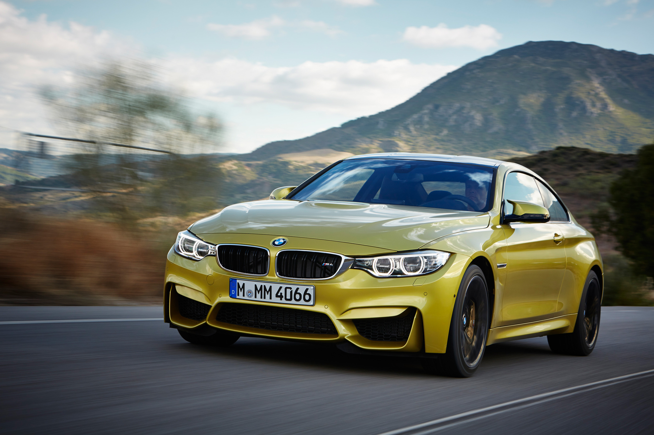 Comment ab mer sa bmw m4 neuve en sortant du garage for Bmw nasa garage juillet niort