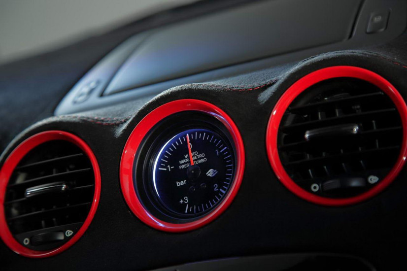 Compteur de la Peugeot RCZ R Bimota