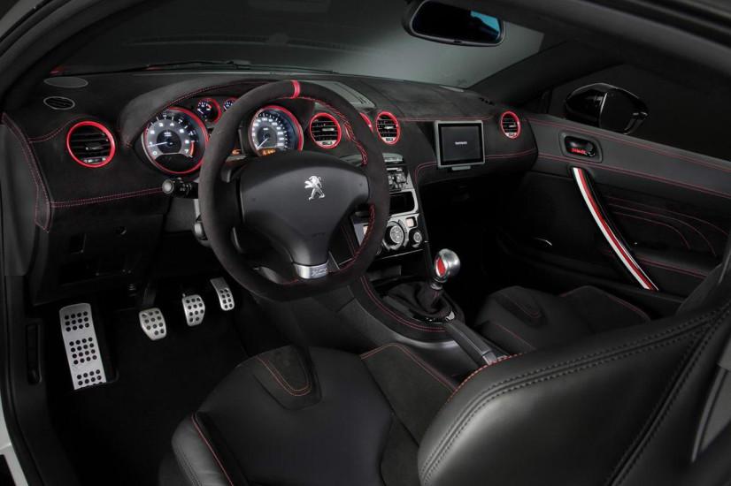 vue de l'habitacle de la Peugeot RCZ R Bimota