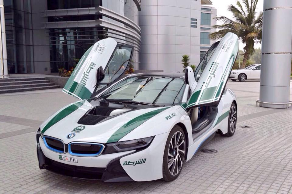 la bmw i8 de la police de dubai. Black Bedroom Furniture Sets. Home Design Ideas