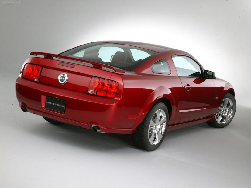 vue arrière Mustang 2005