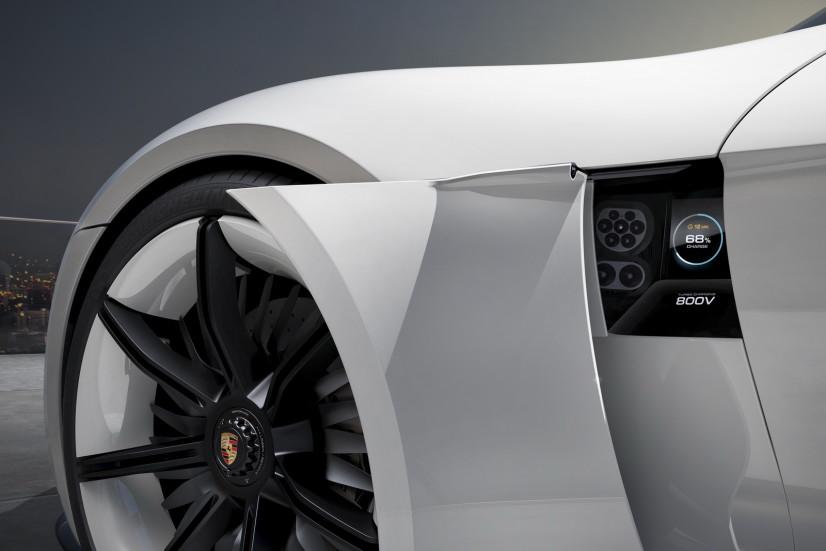 prise recharge Porsche Mission E Concept