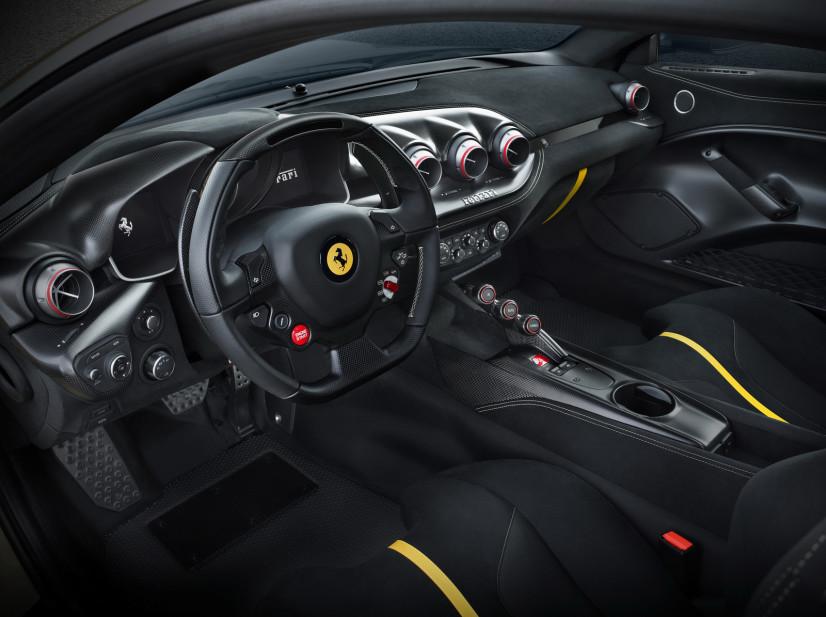 Ferrari F12 tdf intérieur