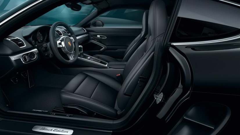 Vue intérieure Porsche Cayman Black Edition latérale