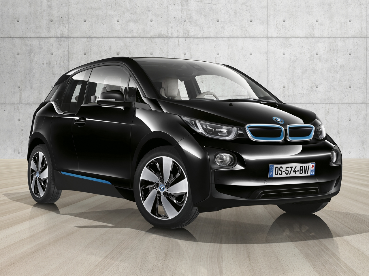 l lectrifiante bmw i3 black edition. Black Bedroom Furniture Sets. Home Design Ideas
